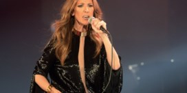 Céline Dion flaneert door New York in spectaculair lange jas