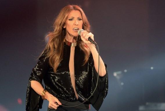 Céline Dion flaneert door New York in spectaculair lange jas