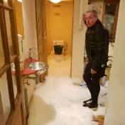 Liters schuim stromen uit toiletten door chemisch lek: 'Het leek op een vulkaan'