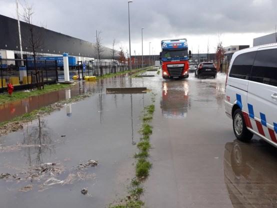 Aanhoudende regen doet wegen en kelders onderlopen