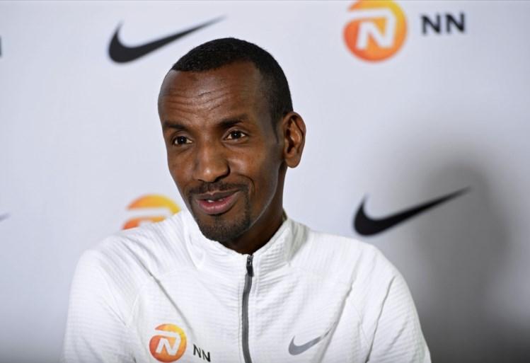 """Bashir Abdi over zijn olympische medaillekansen en op stage gaan: """"Mijn douche is er een emmer koud water"""""""