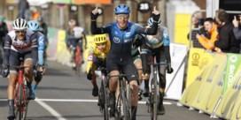 Giacomo Nizzolo wint spectaculaire waaierrit in Parijs-Nice, Quintana en Alaphilippe verliezen veel tijd
