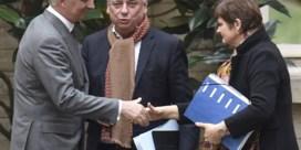 Scoop: 'Als het protocol handenschudden voorschrijft, dan zal koning Filips de Taaie handen schudden'