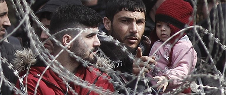 Waarom ook bij corona de waarheid het eerste slachtoffer is en Europa niet meer opkijkt van geweld aan de Griekse grens