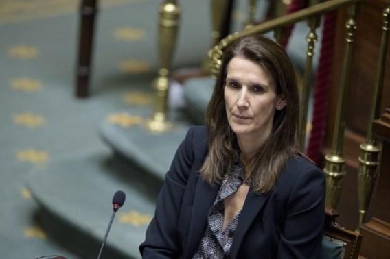 Regering krijgt volmachten om coronacrisis aan te pakken, Wilmès formateur
