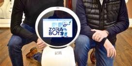 Robots in rusthuizen moeten ouderen uit isolement halen