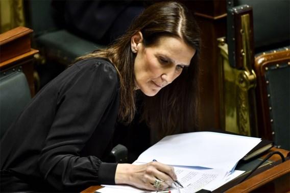 Regering-Wilmès krijgt vertrouwen, met lange tanden