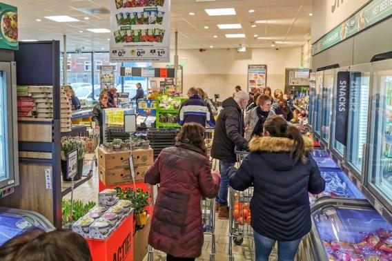 Vakbonden willen supermarkten vroeger sluiten en dreigen met acties: 'Personeel is moreel en fysiek uitgeput'