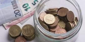 Uitkeringen, pensioenen en ambtenarenlonen stijgen met 2 procent