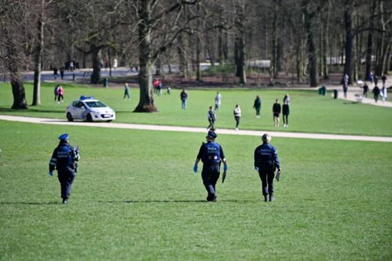 Mogen we ver fietsen? En in het park zitten? 'Wie regels niet naleeft, wordt gesanctioneerd'