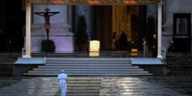 Paus zegent de wereld voor leeg Sint-Pietersplein