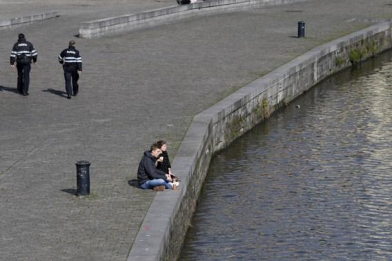 Gentse politie en burgemeester boos om drukte in parken en op pleinen: 'Speeltijd is al lang voorbij!'