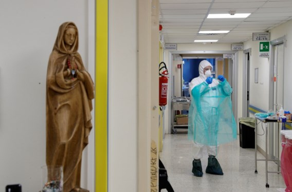 Opnieuw 812 doden in Italië, aantal besmettingen stijgt minder snel