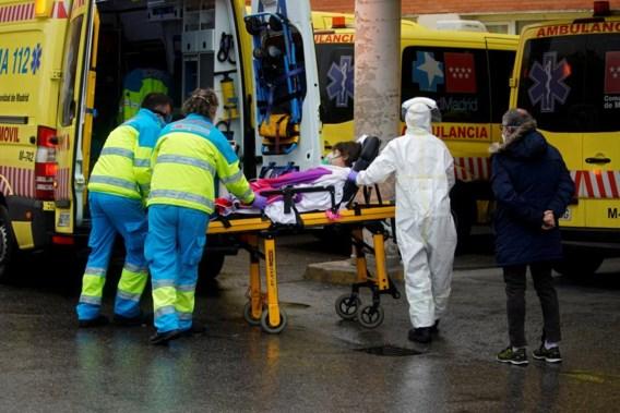 Opnieuw meer dan 800 doden in Spanje, 12.300 artsen en verpleegkundigen besmet