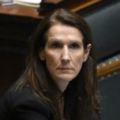 Wilmès: 'Mondmaskers voor iedereen niet aangeraden door WHO en niet mogelijk'