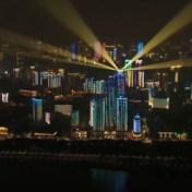 Lichtshow in Wuhan voor helden die streden tegen covid-19
