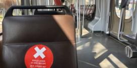 MIVB duidt onveilige plaatsen op openbaar vervoer aan met stickers