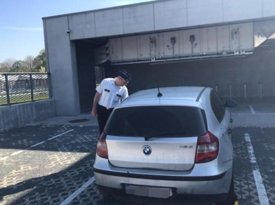 Politie neemt auto in beslag van man die niet-essentiële verplaatsingen bleef maken
