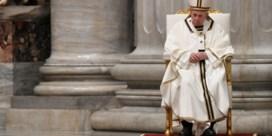 Paus roept in lege Sint-Pietersbasiliek op om 'niet toe te geven aan angst'