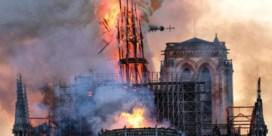 Een jaar na de tragedie: zo zag de brand in de Notre-Dame eruit