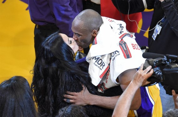 """Weduwe Kobe Bryant eert basketbalicoon bij huwelijksverjaardag met foto uit de oude doos: """"Ik mis je zo hard"""""""