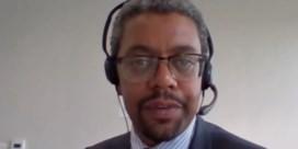 Minister vergeet microfoon uit te schakelen en beledigt parlementslid