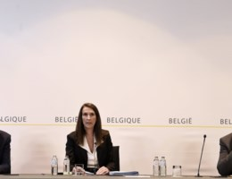 Kritiek op 'rommelige' persconferentie over exitstrategie: 'Dit was zelfs beter dan Geert Hoste'