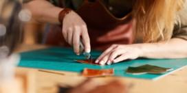 Secondelijm aan het tafelblad en katten die naaigaren stelen: hoe ontwerpers van thuis werken