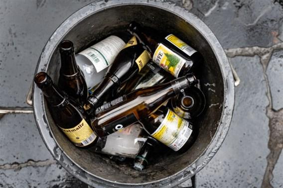 'Zet kortingen en reclame voor alcoholische dranken tijdelijk stop'