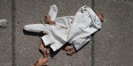 Afvalsector: 'Mondmaskers en handschoenen bij restafval steken en niet op de grond gooien'