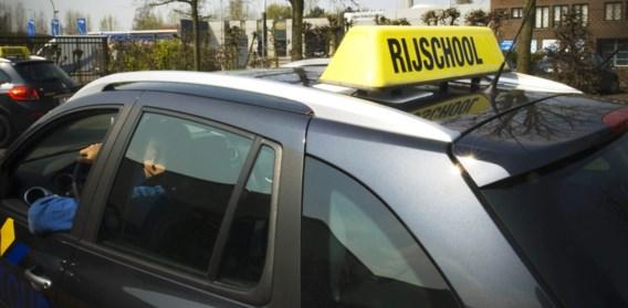 Voorlopige rijbewijzen verlengd tot einde jaar, rijexamens starten weer vanaf 18 mei