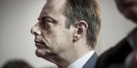 Dubbele steek De Wever bemoeilijkt heropstart onderhandelingen