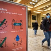 Overal mondmaskers op bus en trein: 'Precies een rijdend ziekenhuis'