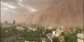 Enorme zandstorm trekt over Nigerese hoofdstad