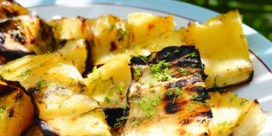Ananas met steranijs en chilipeper