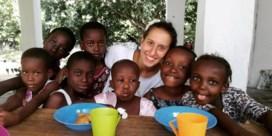 Jonge vrouw terug in Italië 18 maanden na ontvoering in Kenia