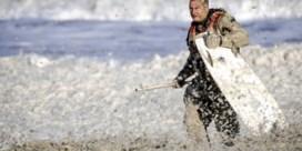 Hoe een meter zeeschuim vijf surfers fataal werd