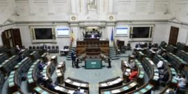Machtsvacuüm slaat gat in hand van parlement