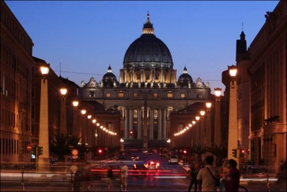Poolse aartsbisschop kaart kindermisbruik aan bij Vaticaan