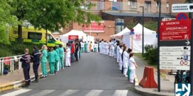 Zorgpersoneel keert premier Wilmès de rug toe bij bezoek aan Brussels ziekenhuis