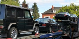 Tientallen auto's, motoren en pak cash in beslag genomen bij politierazzia's
