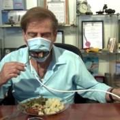 Met dit 'Pac-man-masker' kan je coronavrij eten