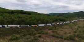 Honderden trucks staan stil voor Chinese grens
