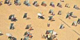 Van cabriocabines en kleurcodes tot 'iedereen welkom': de strandplannen van de kustgemeentes