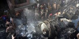 Twee overlevenden van vliegtuigcrash in Pakistan