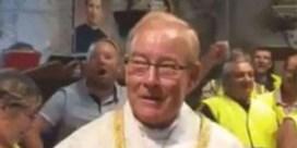 Priester van 'gele hesjes' uit ambt ontzet