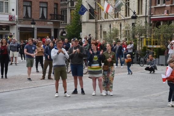 Inwoners Dendermonde komen op straat voor geannuleerde Ros Beiaardommegang