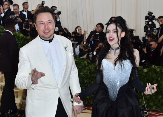 Elon Musk en Grimes passen naam zoontje aan