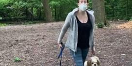 Zwarte man vraagt om hond aan leiband te houden, vrouw belt politie: 'Ik ga vertellen dat ik word bedreigd'