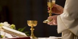 Zo gaan West-Vlamingen binnenkort naar de kerk: 'hosties vangen' en mondmaskers dragen